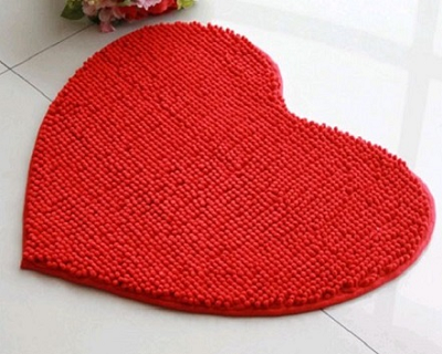 StreetDeal Home Decor Deal: Heart-Shaped Microfiber Floor Mat