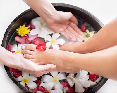 StreetDeal Health & Beauty Deal: 2 Outlets: Classic Gelish Mani / Pedi