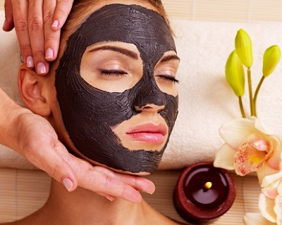 StreetDeal Health & Beauty Deal: Somerset: 120min Charcoal Black Doll Facial